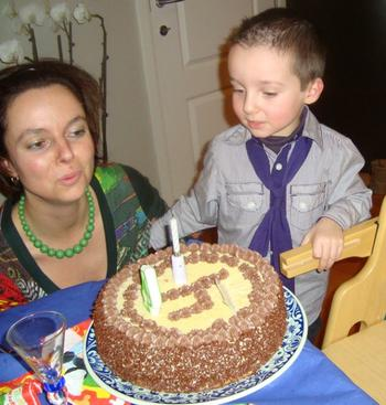 Biscuit met boterroom: verjaardagstaart, kerstgebak of paasgebak 10