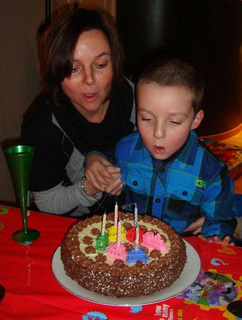 Biscuit met boterroom: verjaardagstaart, kerstgebak of paasgebak 1