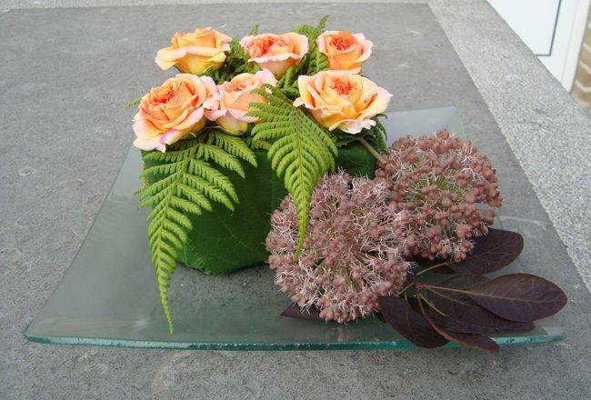 bloemstukje met rozen bloemschikken tafeldecoratie gette Car Tuning