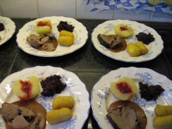 Reebout metternich met poivradesaus, rode kool en appel 2