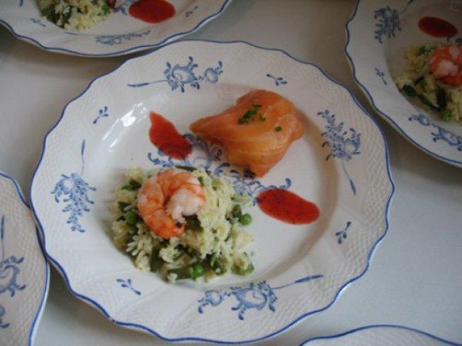 Gerookte zalm gevuld met kruidenkaas en peer in coulis van aardbeien 1