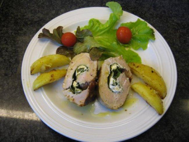 Gevuld varkenshaasje met geitenkaas en gebakken aardappeltjes 1