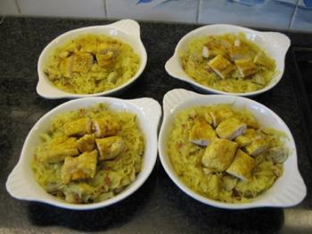 Gemarineerde gevogeltefilets met zuurkool en aardappelpuree onder deegkorst. 3