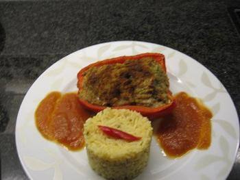 Gevulde paprika met tomatensaus en rijst 6