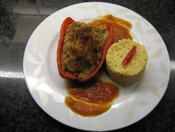 Gevulde paprika met tomatensaus en rijst 8