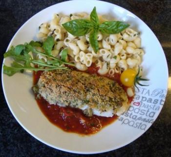 Kabeljauwhaasje met crumble, deegwaren en tomatensaus 5