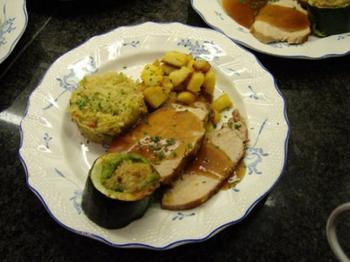 Varkensgebraad met witte kool, gevulde courgette en gebakken spekaardappelen 3