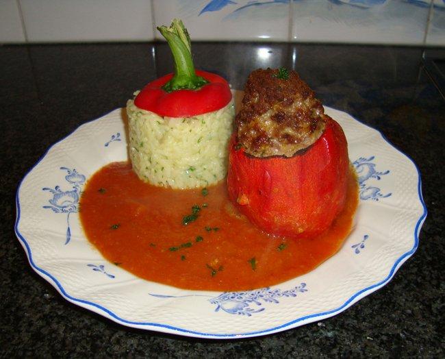 Gevulde paprika met tomatensaus en rijst 1