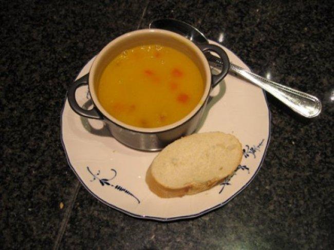 Pompoenroomsoep met choriso en paprikablokjes 1
