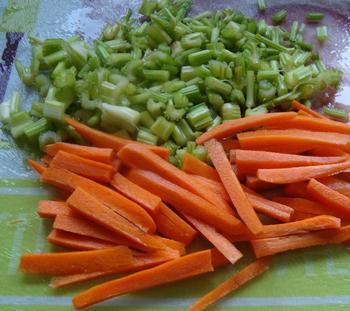 Zalmforel met bleekselder en wortelen in papillot 3