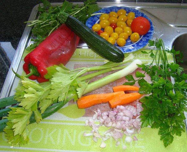 Vegetarische spirelli of fusilli tricolore 1