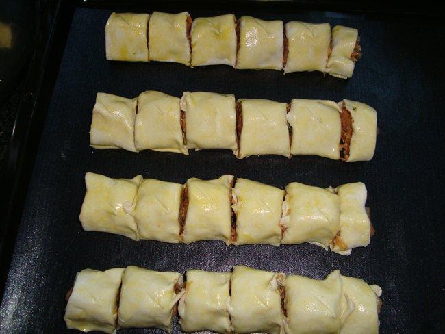 Hapje van schilferdeeg met kaas en chorizo 1