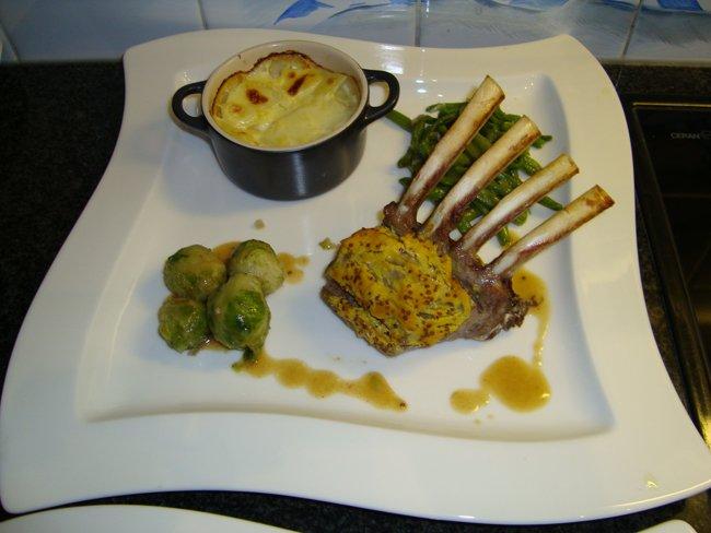 Lamscarré met mosterd, groentjes en aardappelgratin 1