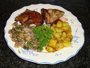 Duif met paddenstoelen, portsaus en oven gebakken aardappelblokjes 10