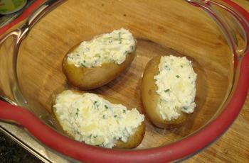 Everzwijnsteak met zuur-zoete saus, witloof en gevulde aardappel 6