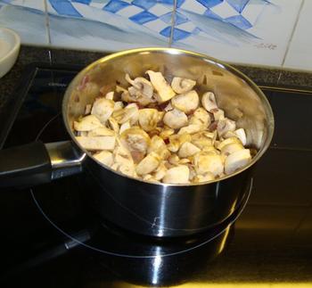 Festonati pasta of andere deegwaren met visfilets, garnalen en champignons 2