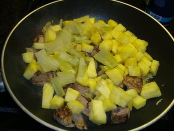 Kalfslever met ananas en risoto. Aziatisch gerecht 8