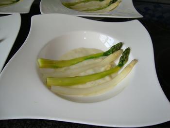 Koude asperges met aspergecrème en gerookte zalm of gravad lachs 8