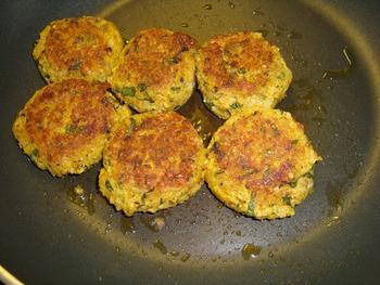 Maïstortilla's met bulgurkoekjes en pittige saus 7