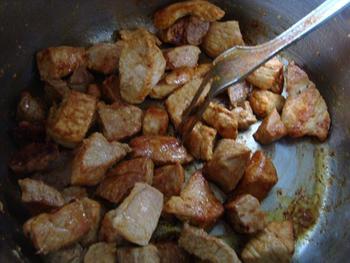 Potje van varkensstoofvlees en wortelen 3