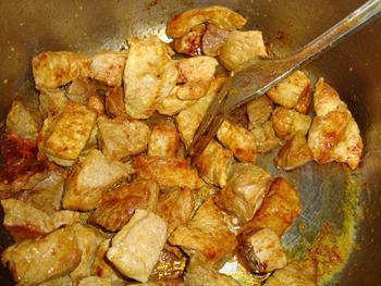 Potje van varkensstoofvlees en wortelen 4