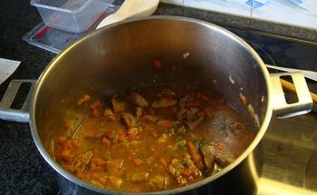 Potje van varkensstoofvlees en wortelen 8