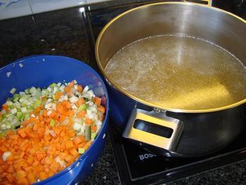 Rundbouillon met mirepoix groenten 5