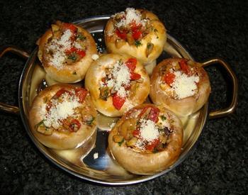 Tapa: gevulde champignons met chorizo en paprika 5