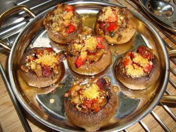 Tapa: gevulde champignons met chorizo en paprika 6