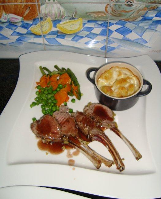 Lamskroontje met portosaus, groentjes en aardappelpotje 1
