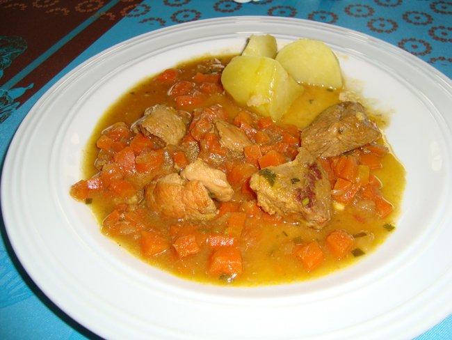 Potje van varkensstoofvlees en wortelen 1
