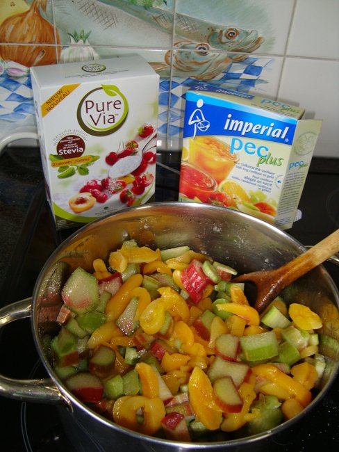 Rabarber abrikozenconfituur zonder suiker, gezoet met steviapoeder 1