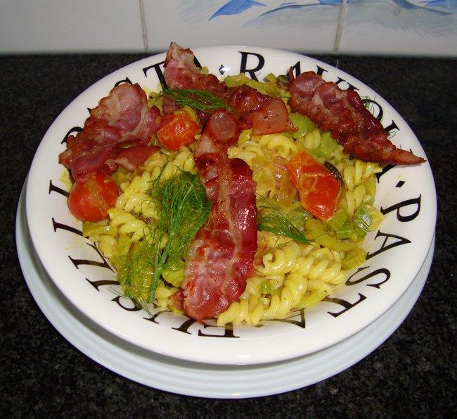 Spirelli met ontbijtspek, venkel en curry 1