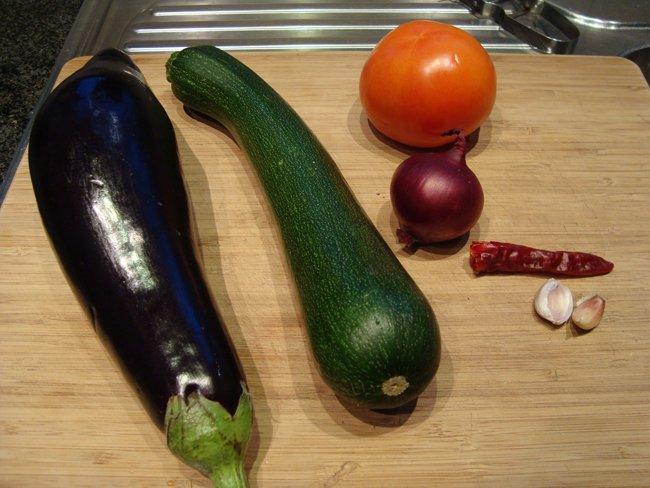 Tagliatelle of penne met aubergine, courgette en tomaat 1