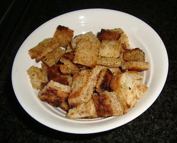 Aardappelsoep met bloedworst en broodkorstjes 4