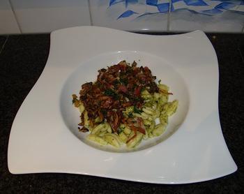 Bospaddenstoelen met pasta en pesto 6