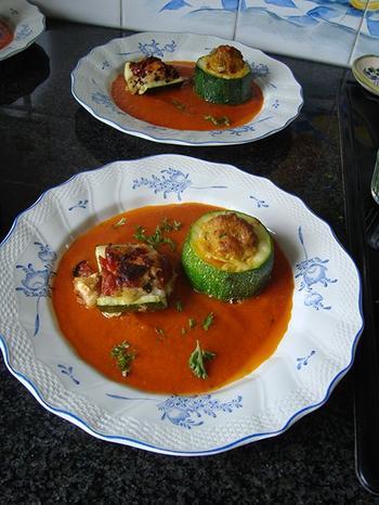 Gevulde courgette met gehakt en tomatensaus 7
