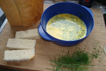 Gewonnen brood met gerookte zalm en garnalen 2