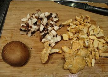 Kippenbillen met bospaddenstoelen 4