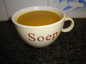Kruidige soep met geroosterde pompoen en wortelen 2