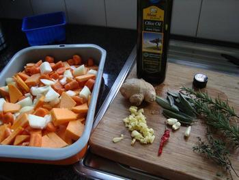 Kruidige soep met geroosterde pompoen en wortelen 3