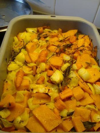 Kruidige soep met geroosterde pompoen en wortelen 4
