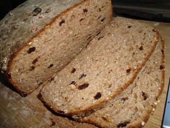 Meergranenbrood met appel, rozijnen, noten en speculaaskruiden 7
