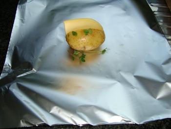 Met kaas gevulde aardappelen in de oven of op de barbecue 2