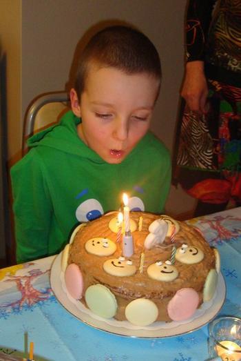 Verjaardagstaart met mascarponemousse en macarons 9