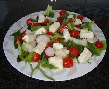 Zomerse salade met mozarella en merguez 5