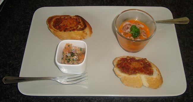 Borrelglaasje met paprikasaus en grijze garnalen 1