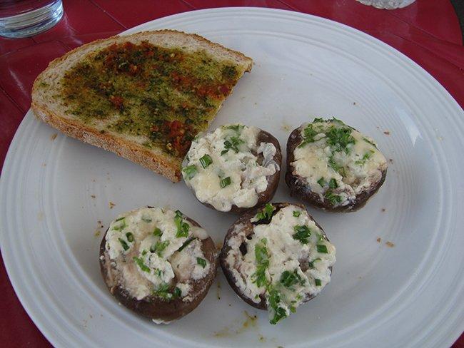 Champignons gevuld met kruidenkaas op de barbecue 1