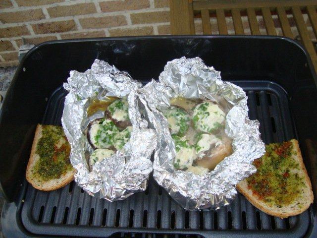 Champignons gevuld met kruidenkaas op de barbecue , recept ...