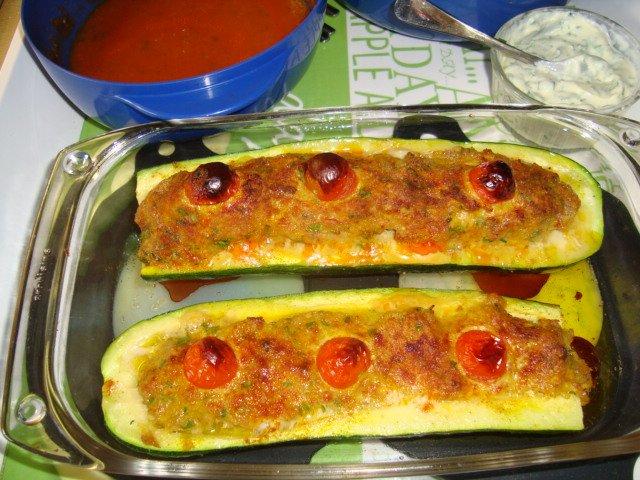 Gevulde courgette met gehakt en tomatensaus 1